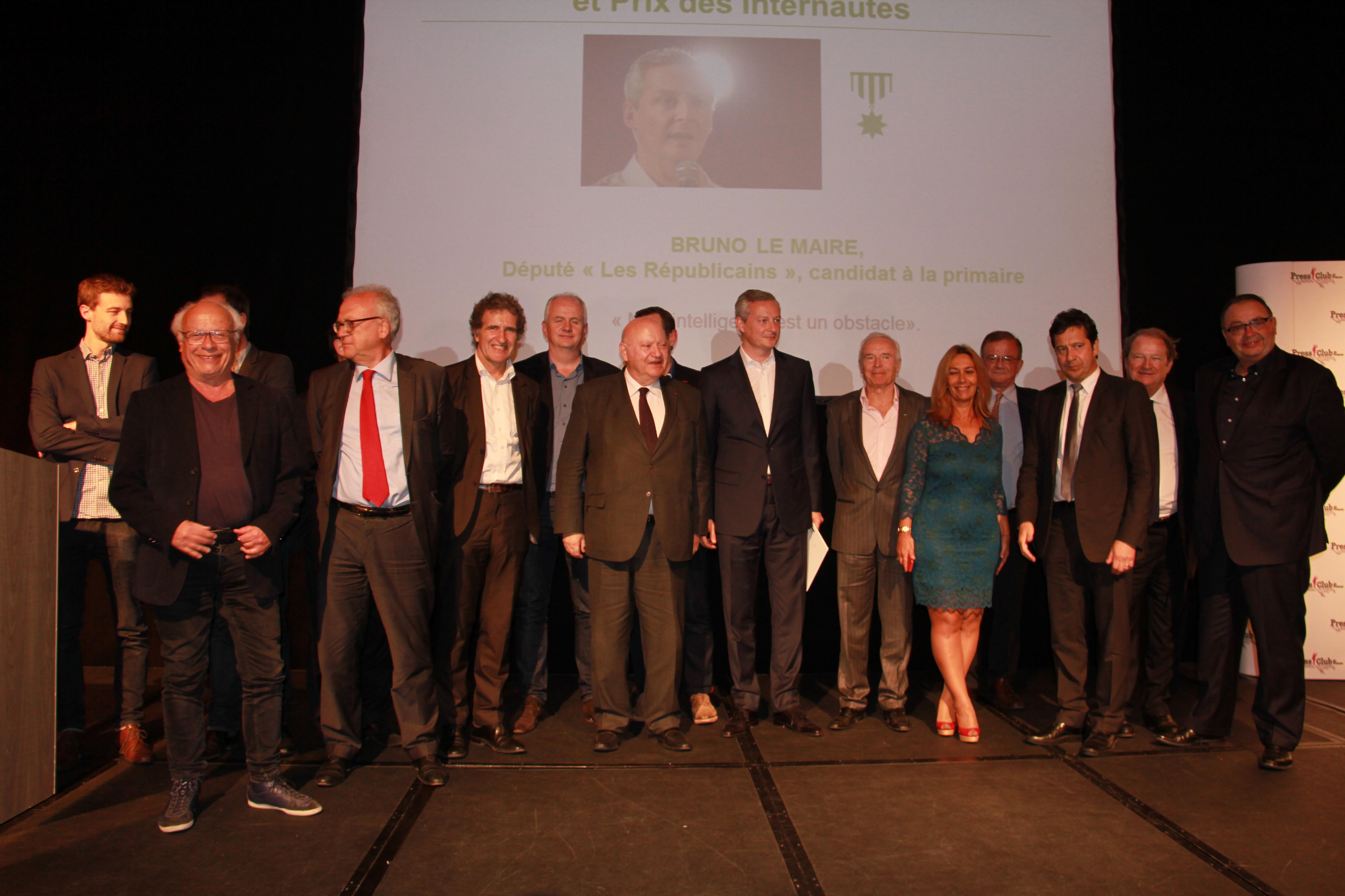 Bruno Le Maire et André Santini entourés par les membres du jury