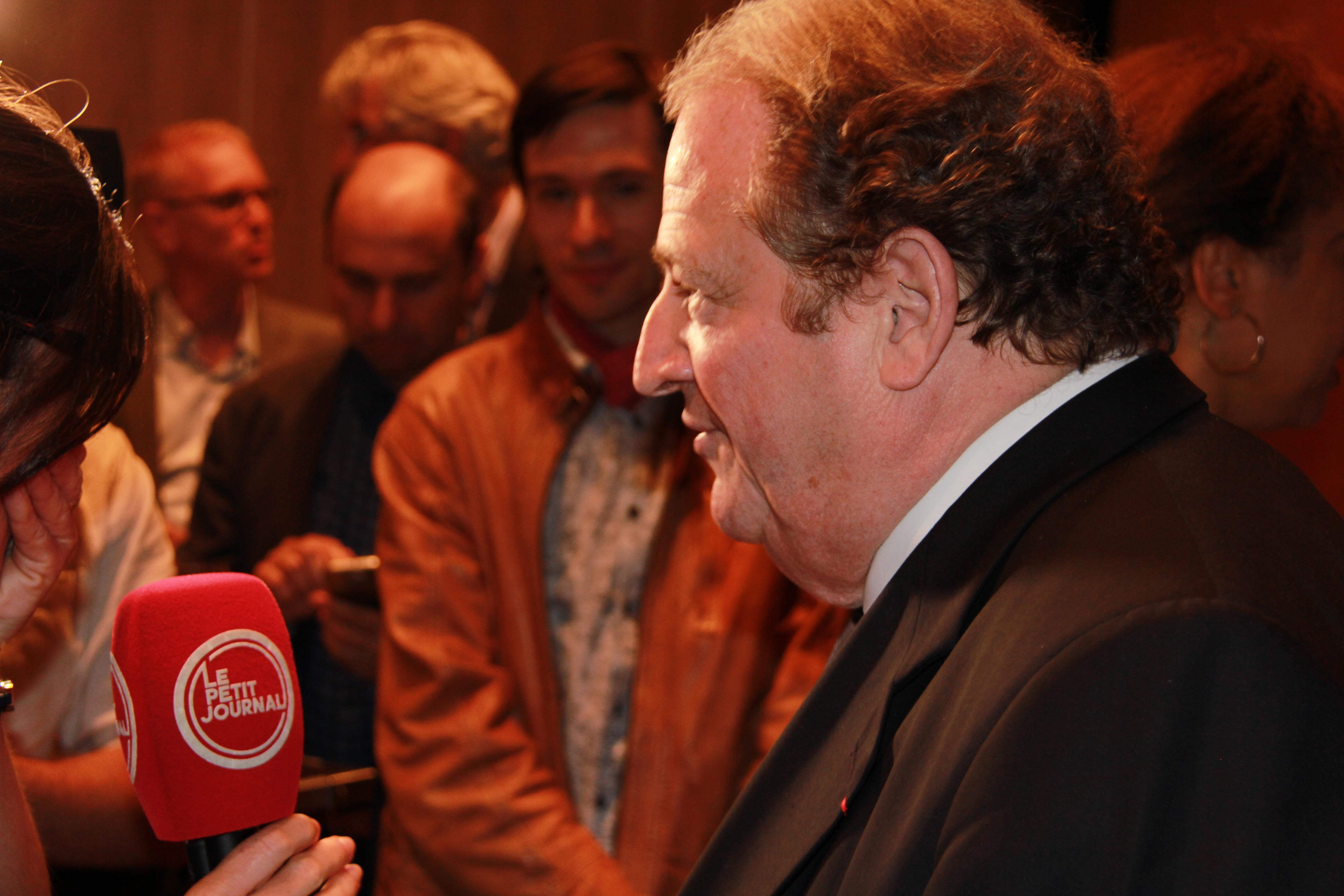 Le Sénateur Pierre Charon au micro du Petit Journal